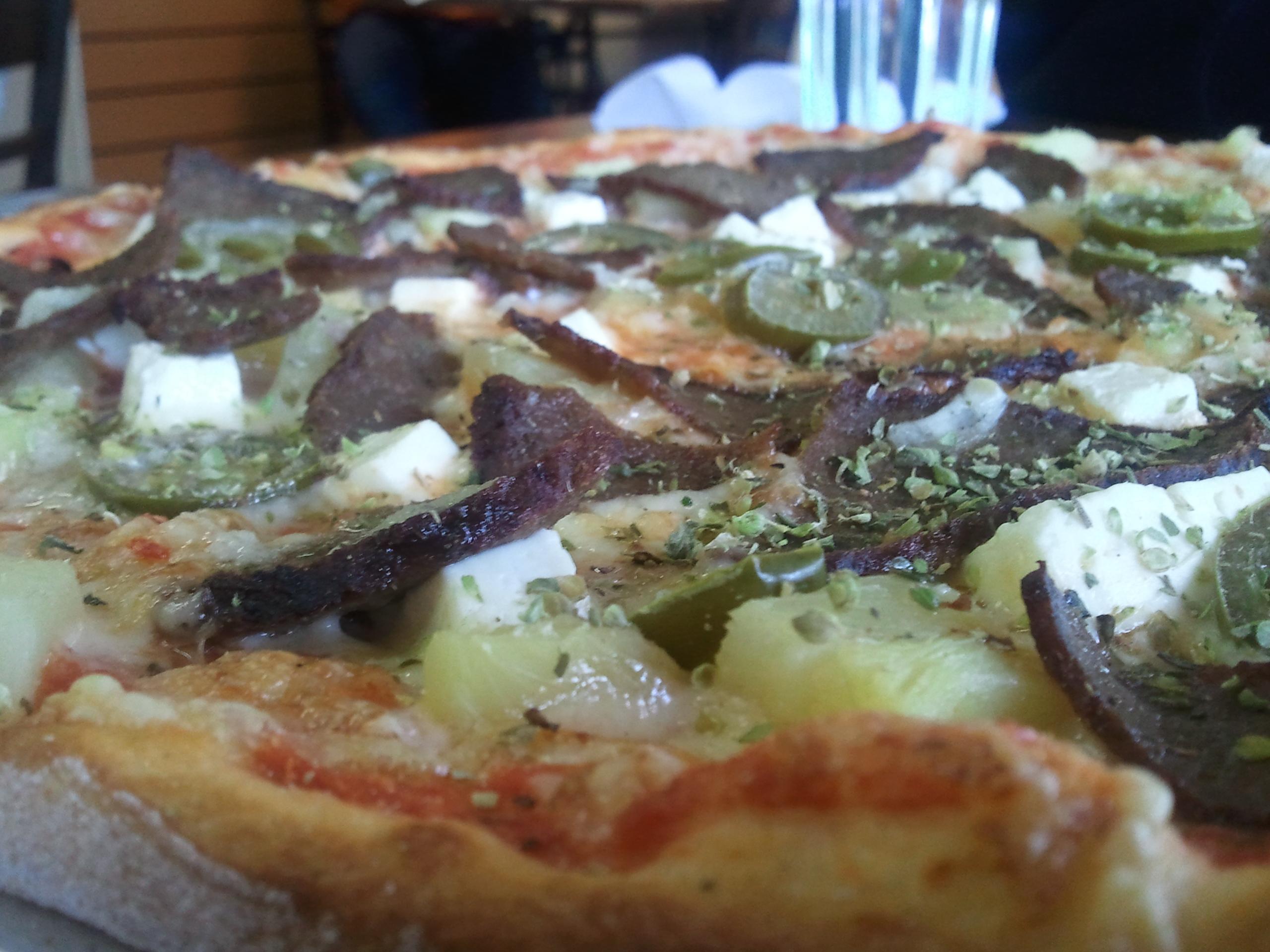 Pizza Master, Joensuu: Ananas-Kebab-Fetajuusto-Jalapeno -pizza.