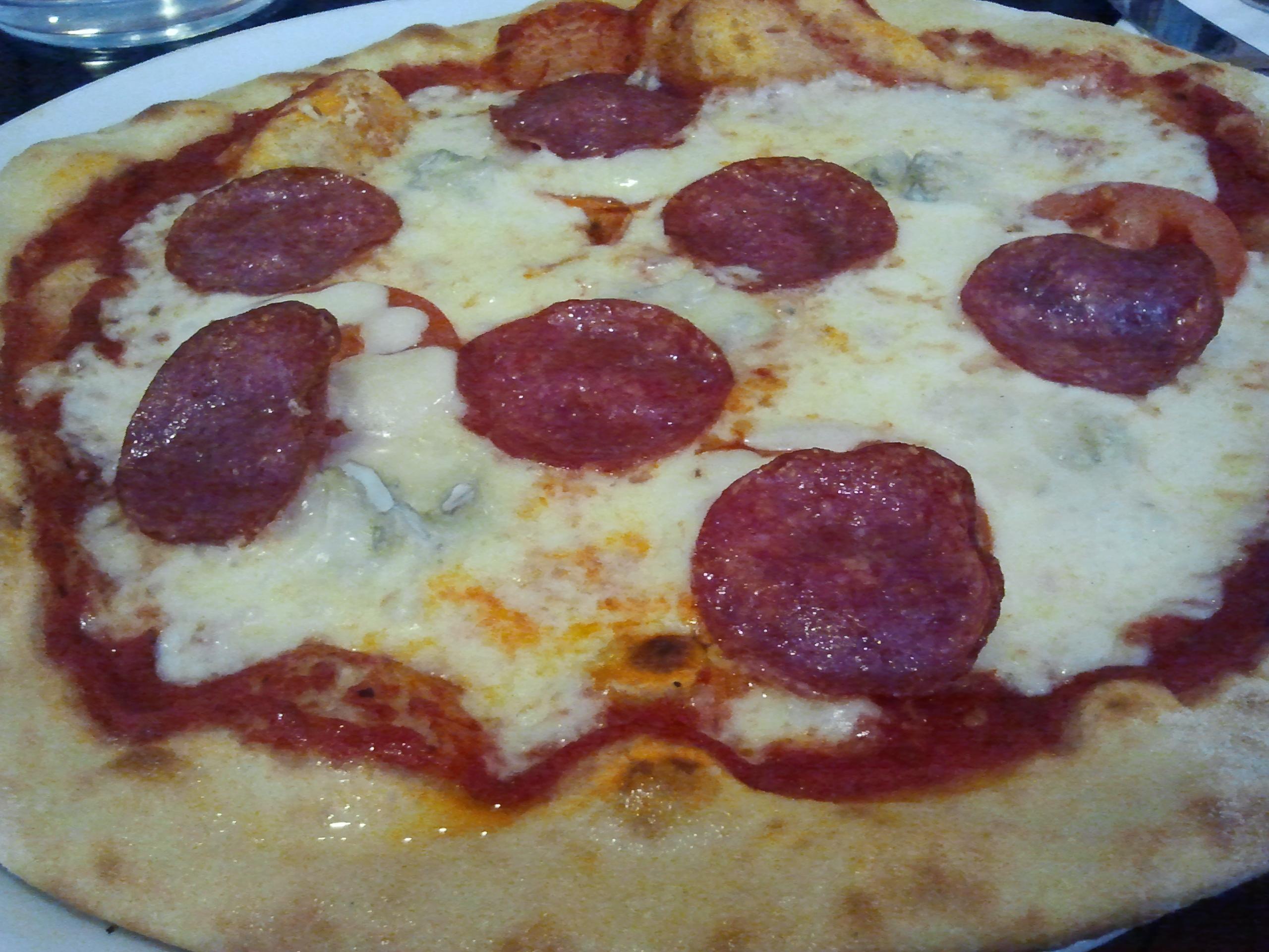Papa Albert, Helsinki: Pizza salamilla ja gorgonzolalla