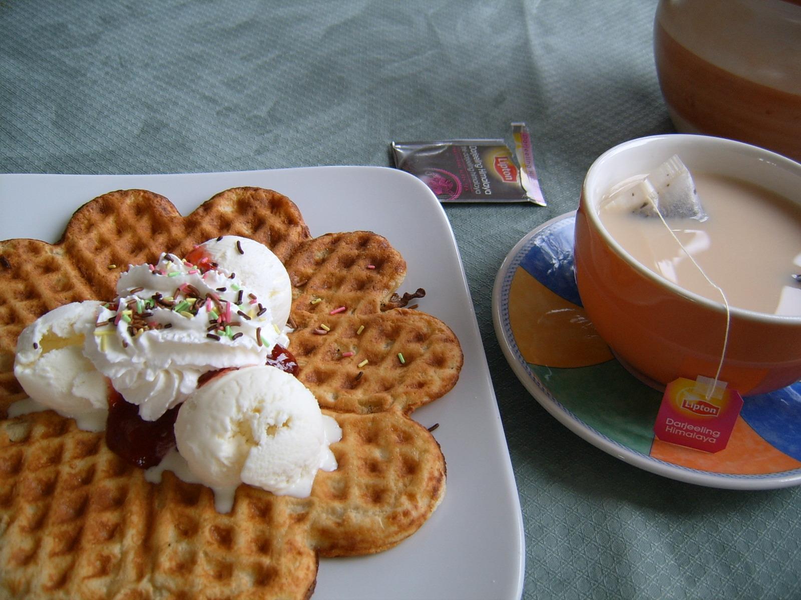 Cafe Naisvuori, Mikkeli: vohveli jäätelöllä