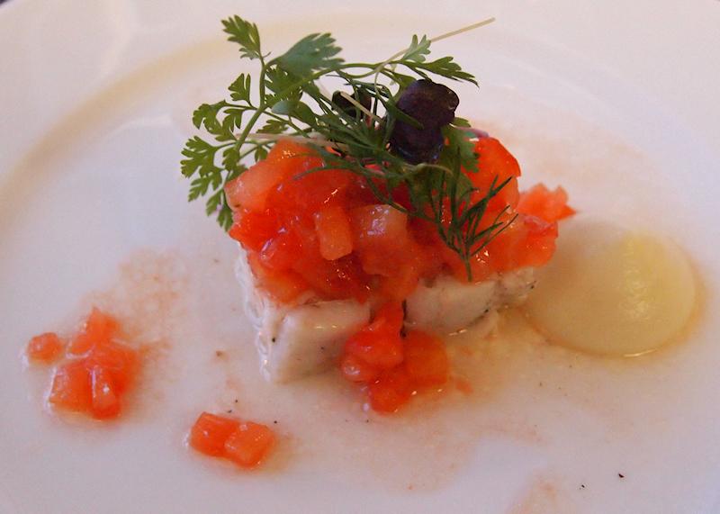 Bistro O mat, Kirkkonummi: Kuhaauhaa, tomaattivingretteä ja kukkakaalipyree