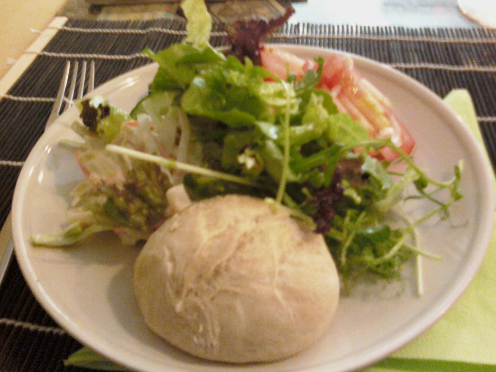 Bistro Artesana Groovy, Helsinki: Salaattipöydän satoa