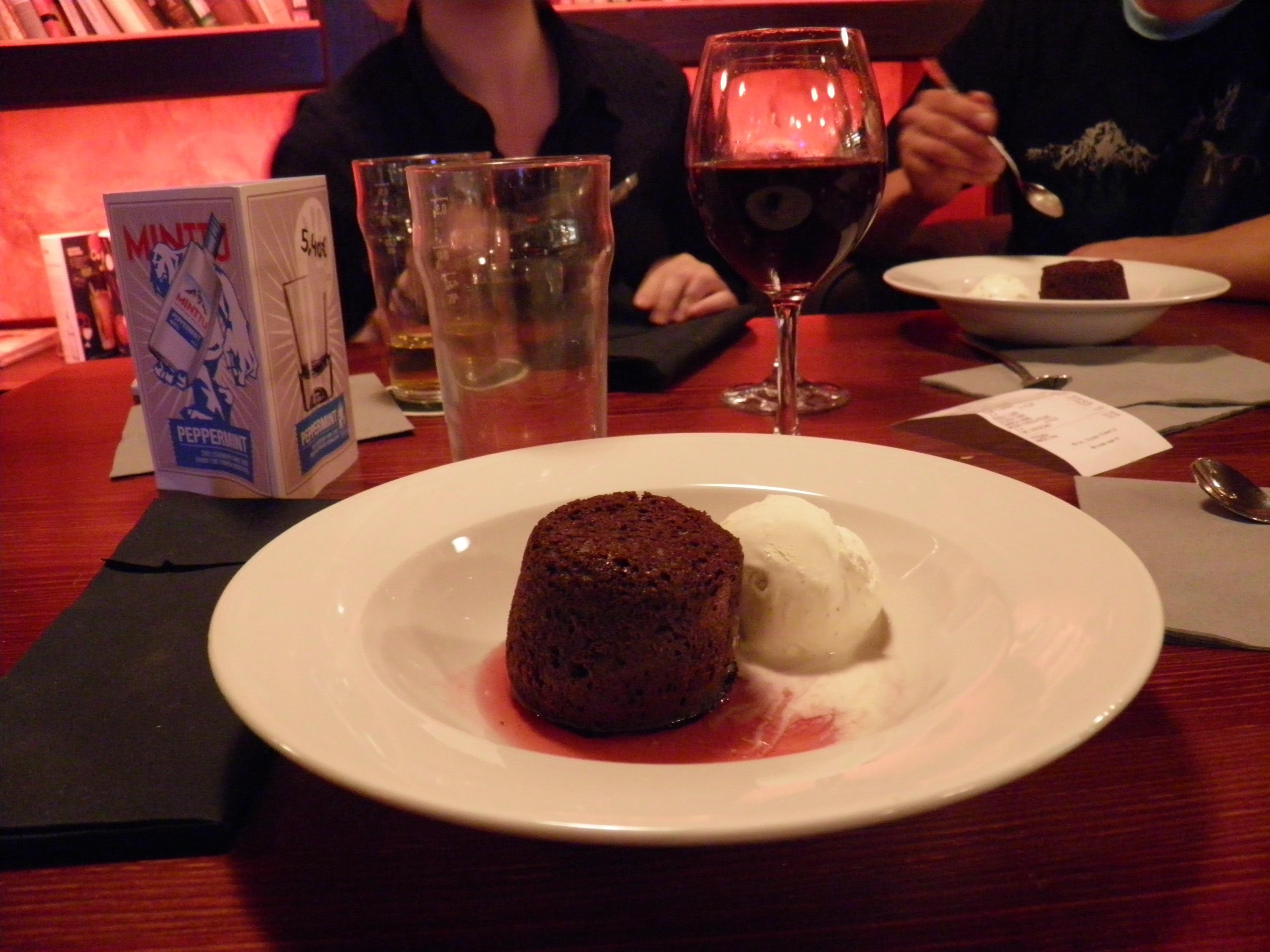 Stone's beer & burgers, Helsinki: Whiskey-chocolate cake