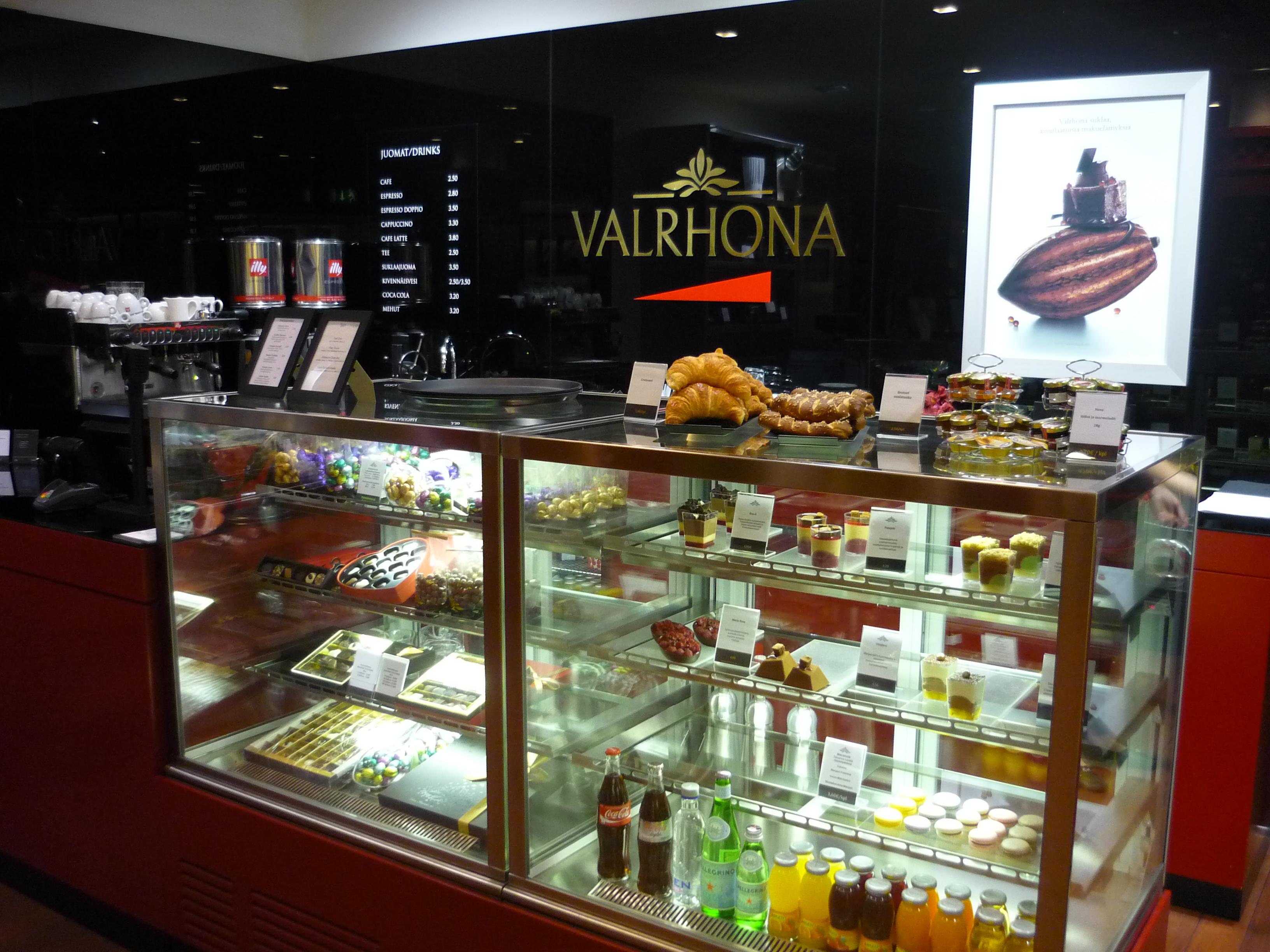 Valrhona Shop Helsinki, Helsinki: Lots of yums!