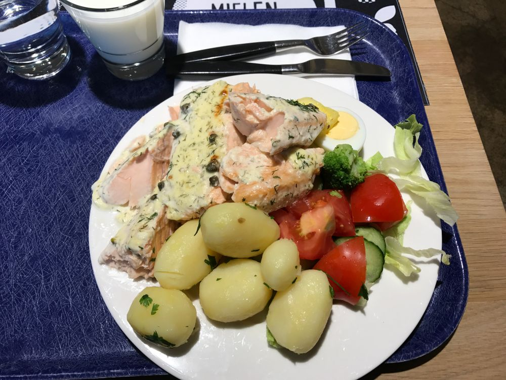 Antell-ravintola Vallilan Akseli, Helsinki: Smetanalohi ja keitetyt perunat.