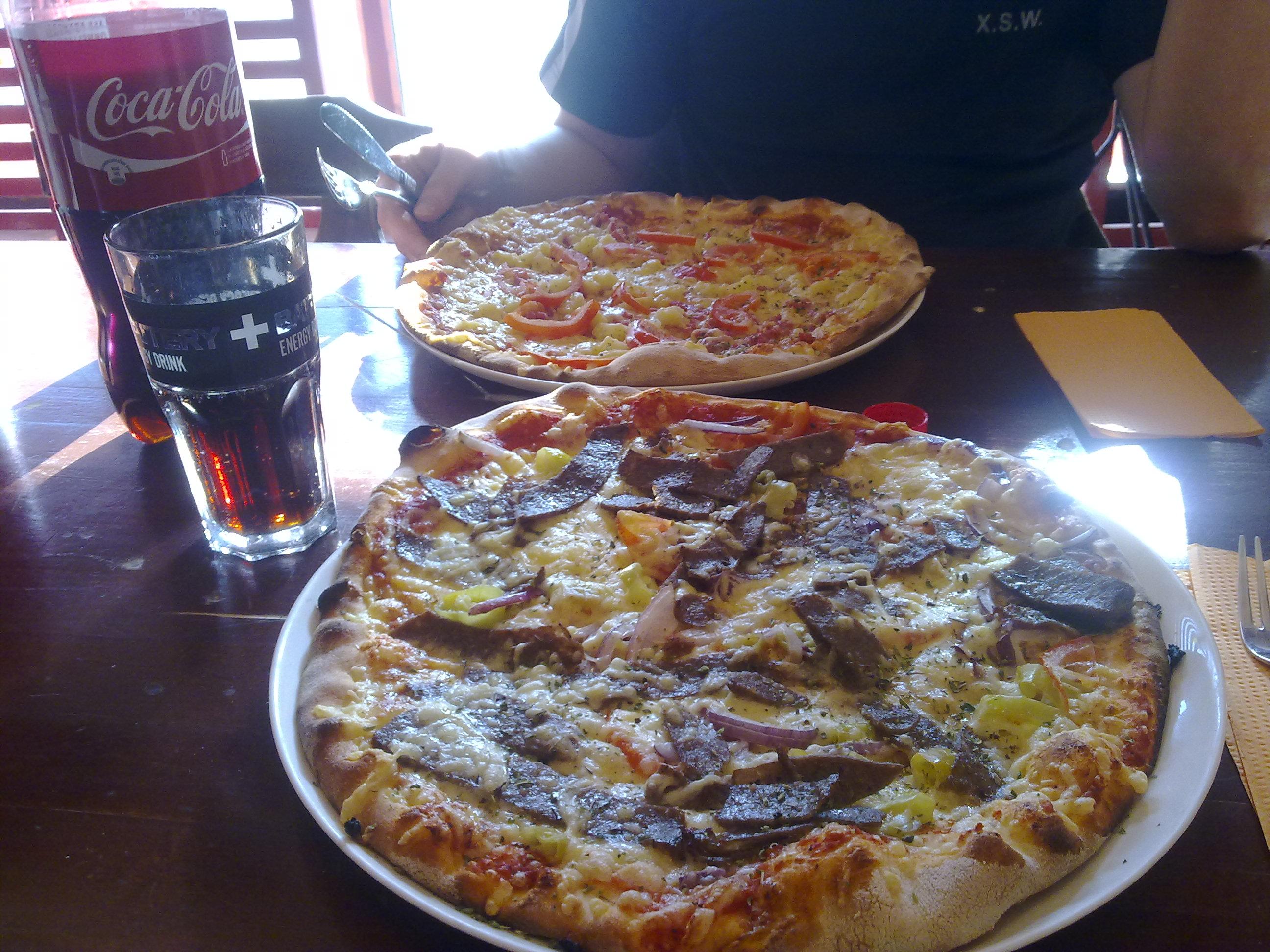 PizzaPojat Niinivaara, Joensuu: Kebab-pizza 7.50e