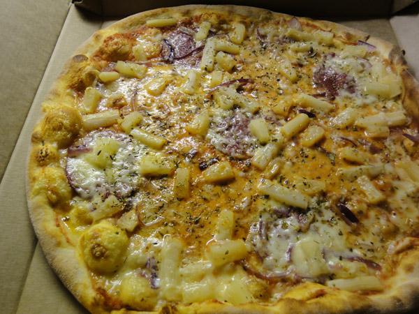 Pizza Max, Mikkeli: salami-parsa-ananas-sipuli