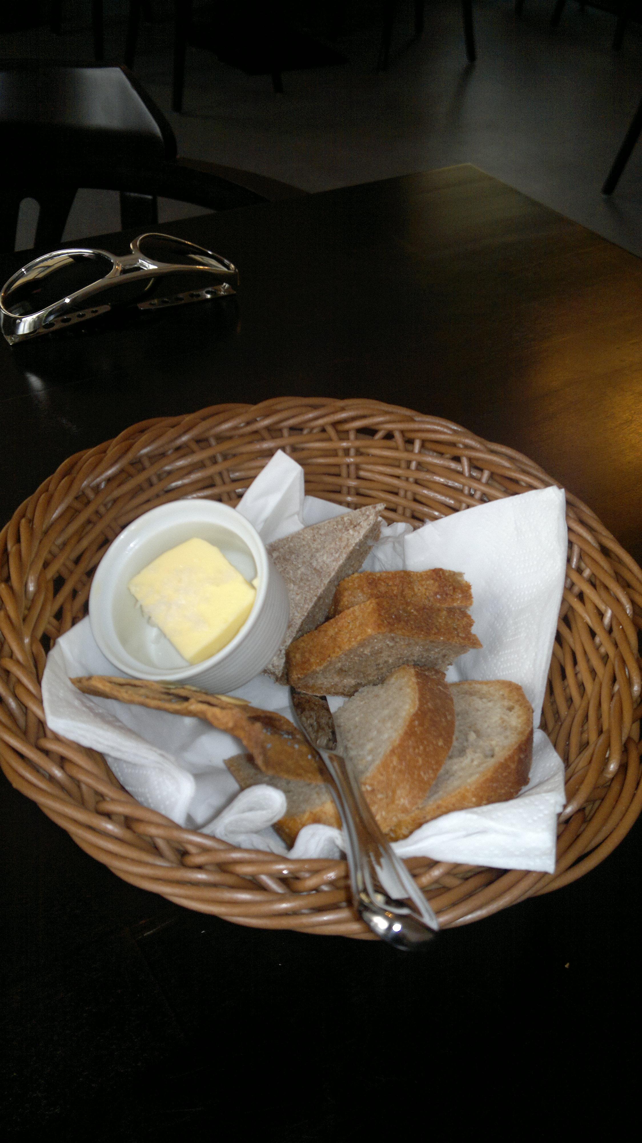 Ravintola Sunn, Helsinki: Ihania leipiä