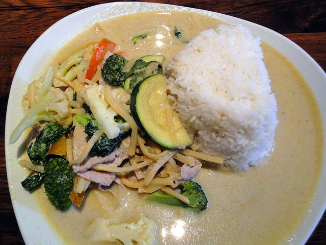 Thai Food, Espoo: 17. Gäng Kiowan Moo, Porsasta vihreällä currylla