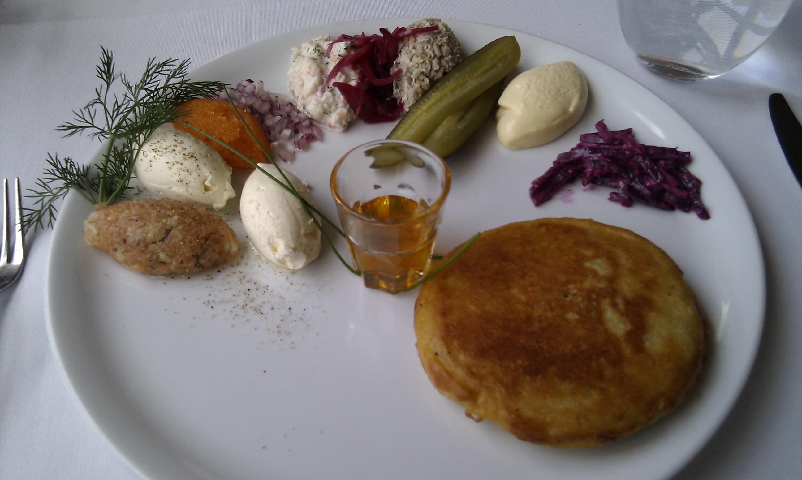 Ravintola Lasipalatsi, Helsinki: Blinit 6 lisäkkeellä