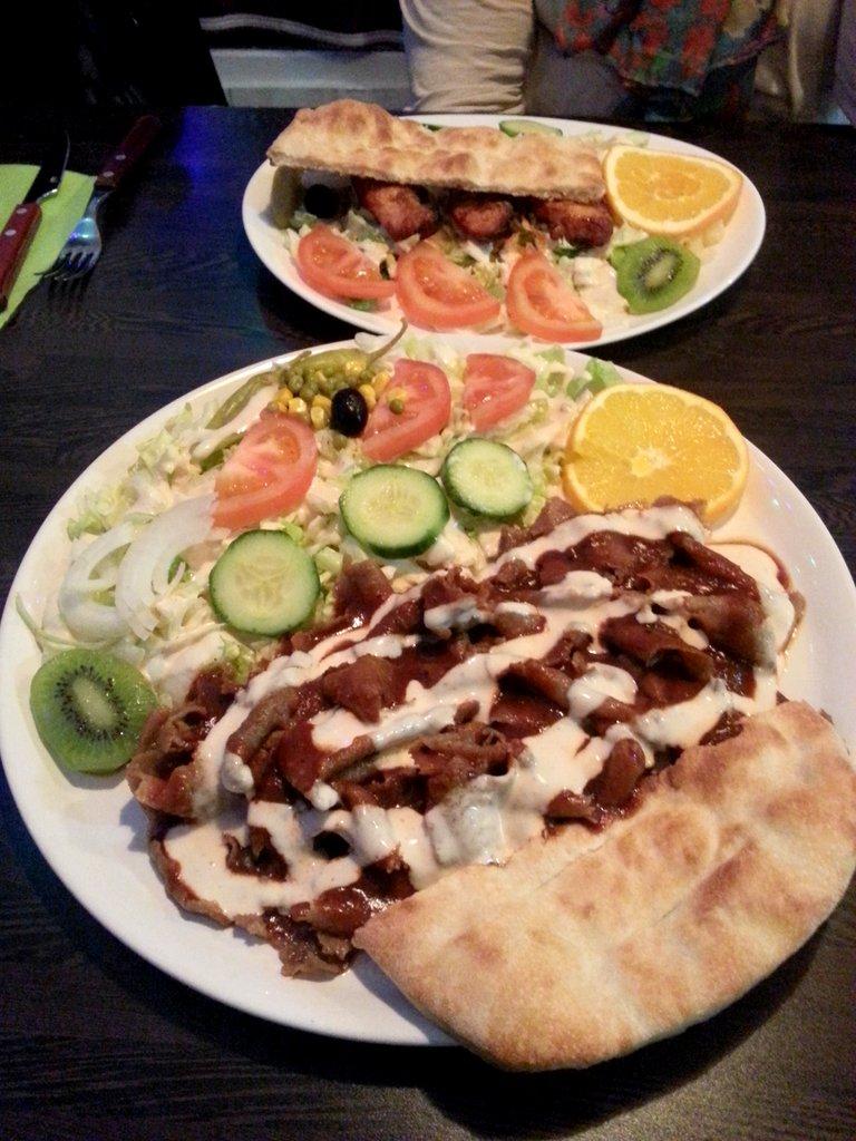 King's Pizzeria, Porvoo: Kebab- ja kana-salaatit