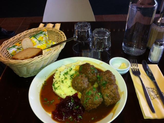Ravintola AlppiTori, Helsinki: Lihapullat jallukastikkeella