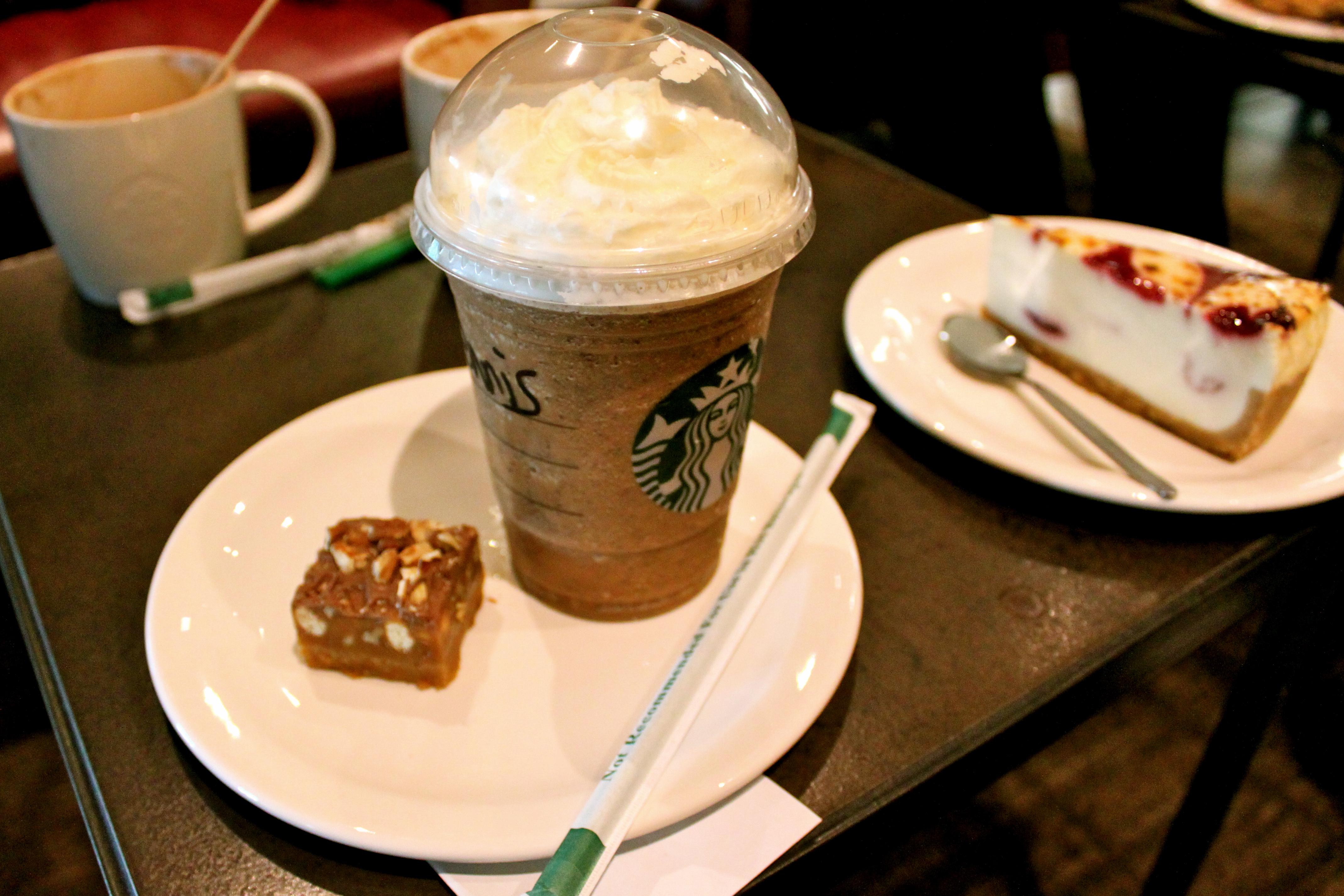 Starbucks, Vantaa: Frappucino ja leivos