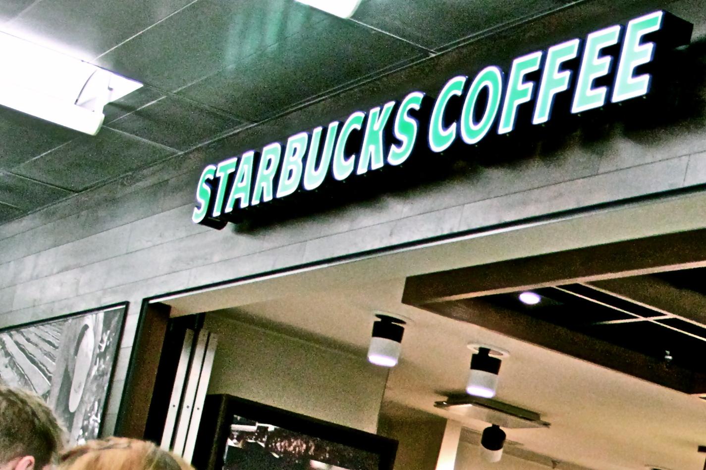 Starbucks, Vantaa: Maailmalta tuttu valomainos.