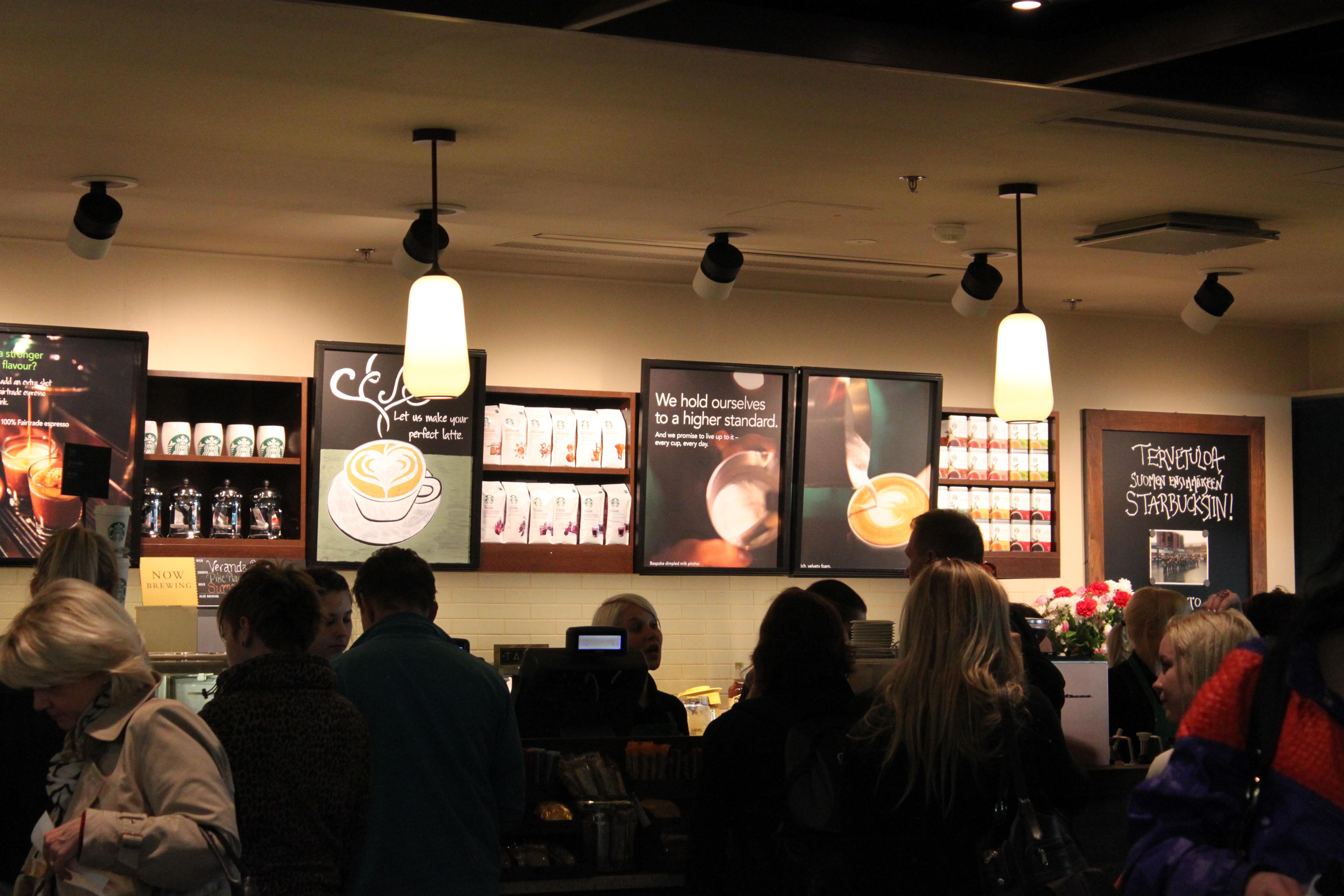 Starbucks, Vantaa: Palvelu oli nopeaa, vaikka jonoa riitti