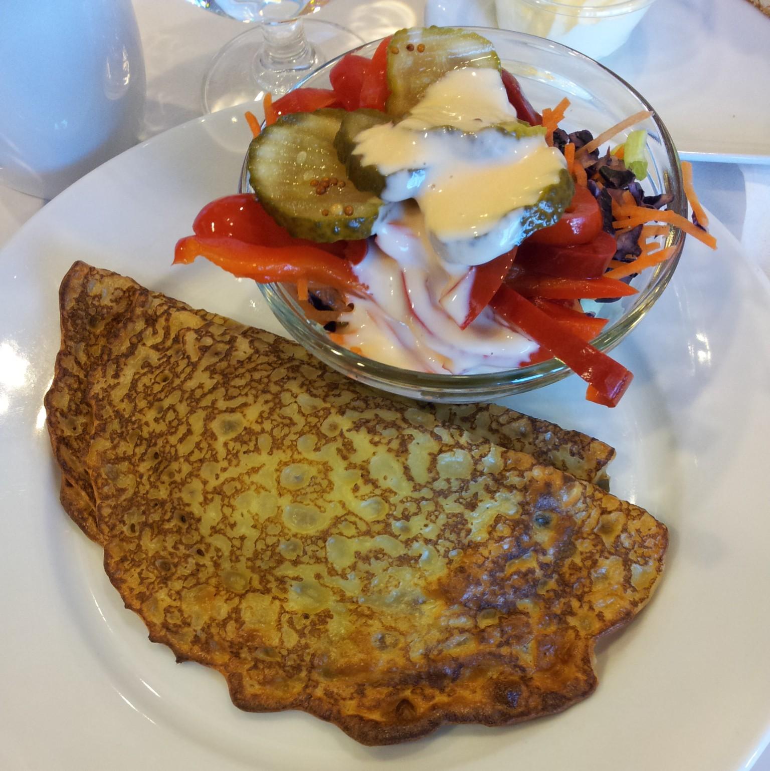 IKEA Ravintola, Kuopio: Sienitäytteiset letut ja pieni salaatti