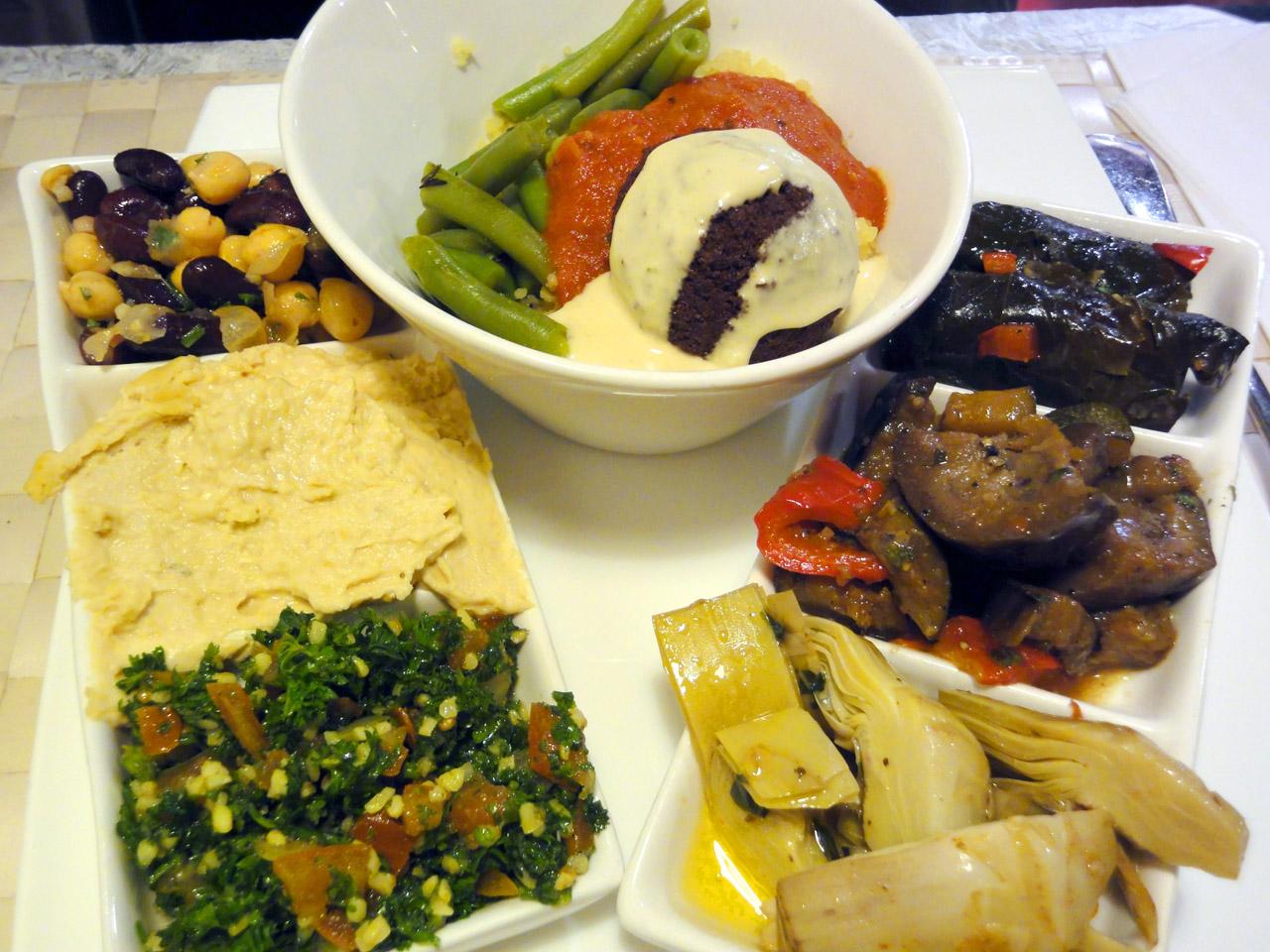 Habibi Mediterranean Cuisine, Helsinki: Kasvislautanen
