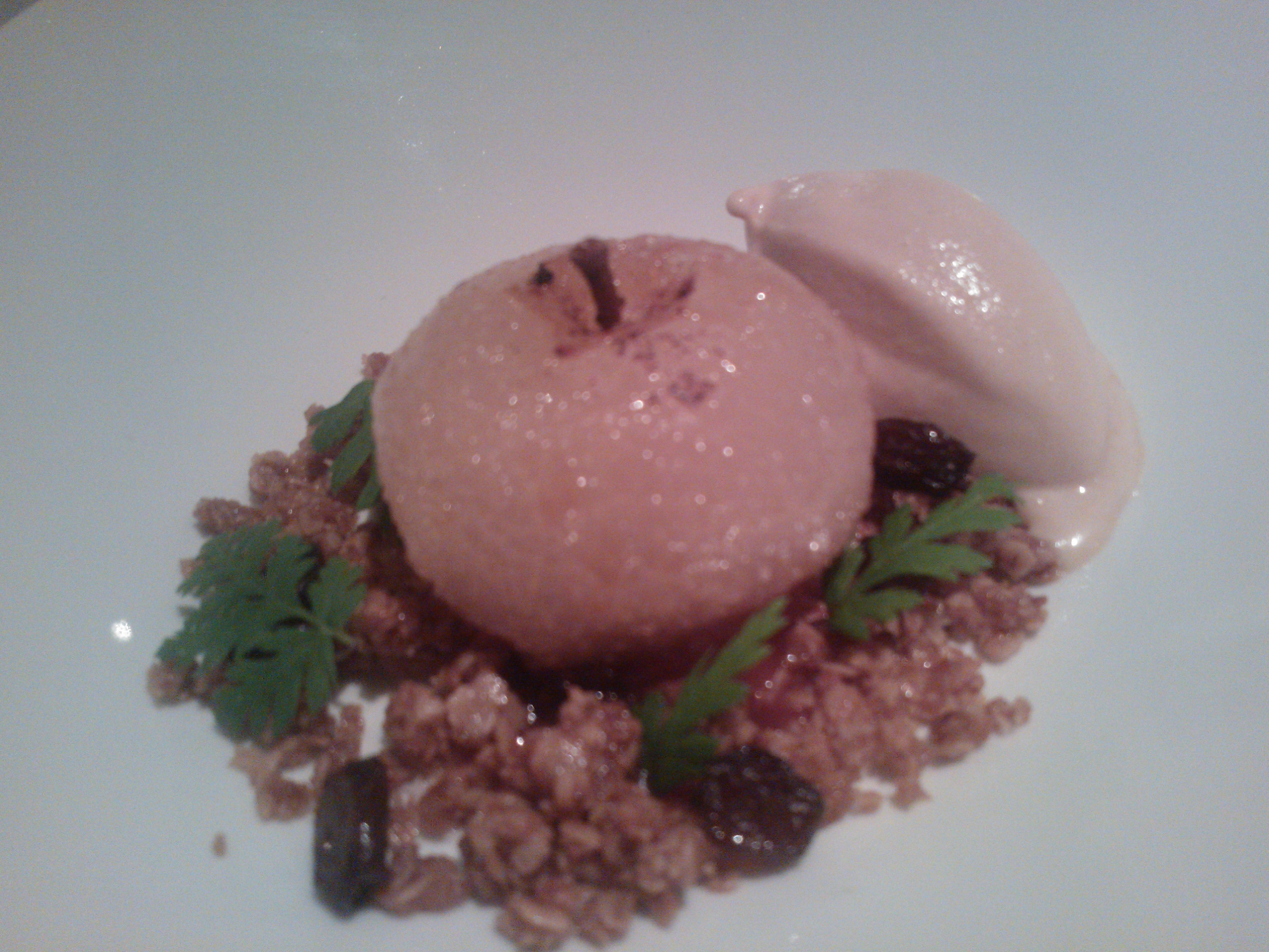 "Restaurant Ask, Helsinki: Apples from ""Myrskylä"" with caramel and oats"