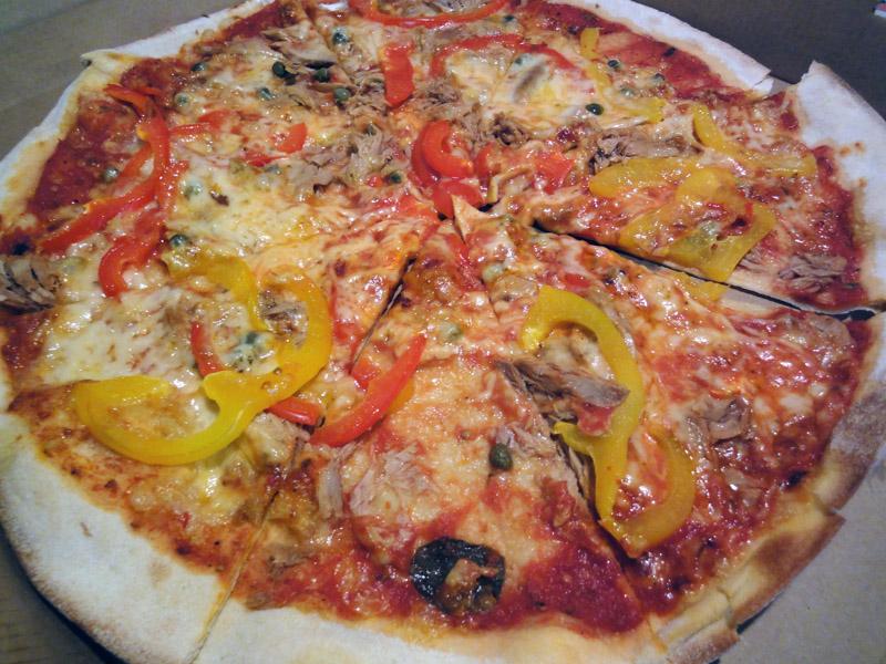 Garage-Pizza, Mikkeli: tonnikala-kapris-paprika