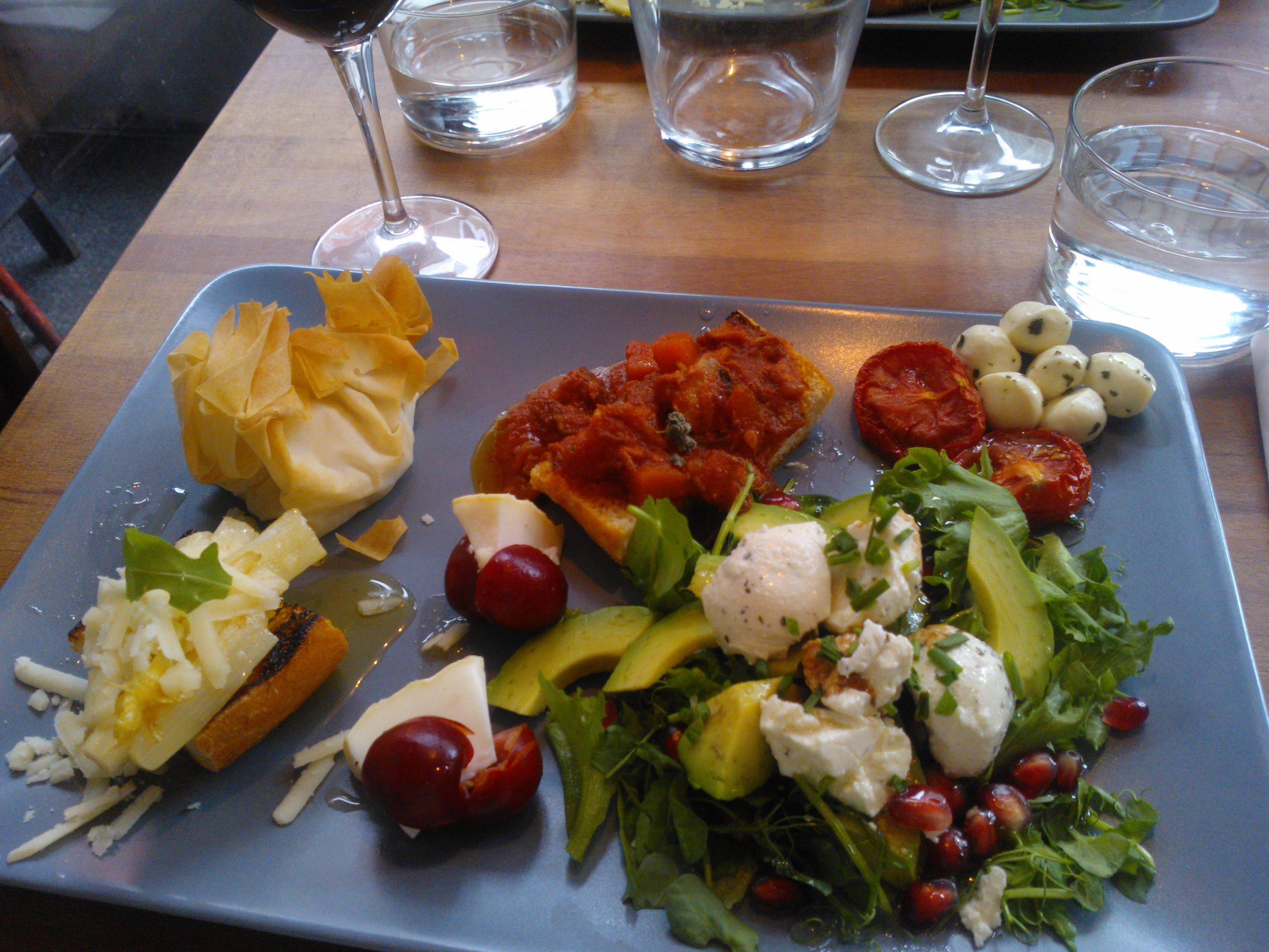 "Kombo Winebar & Kitchen, Helsingfors: Tapas platter for ""bigger hunger"""