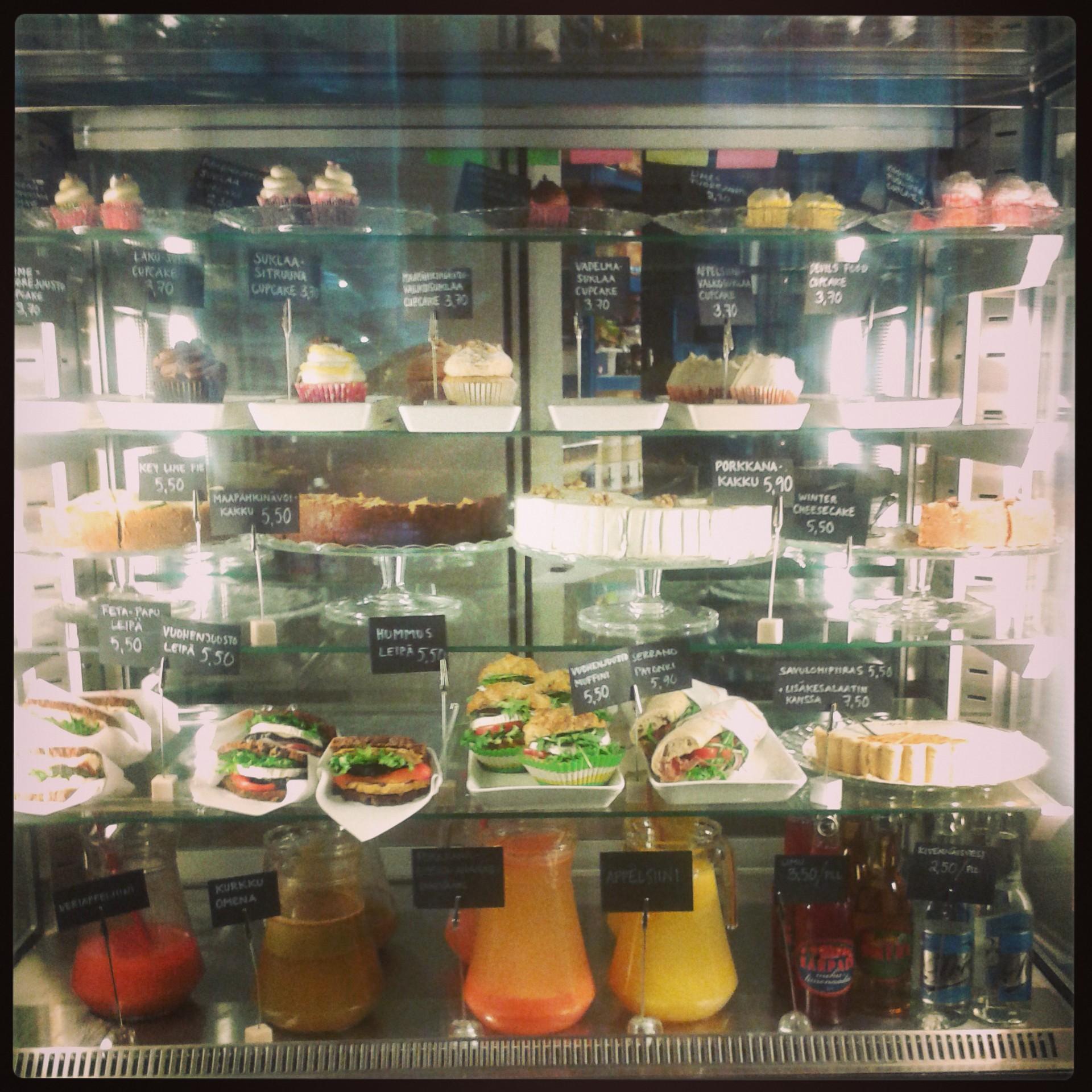 Cafe Kuppi&Muffini, Helsinki: Kuppi&Muffinin herkkutiski