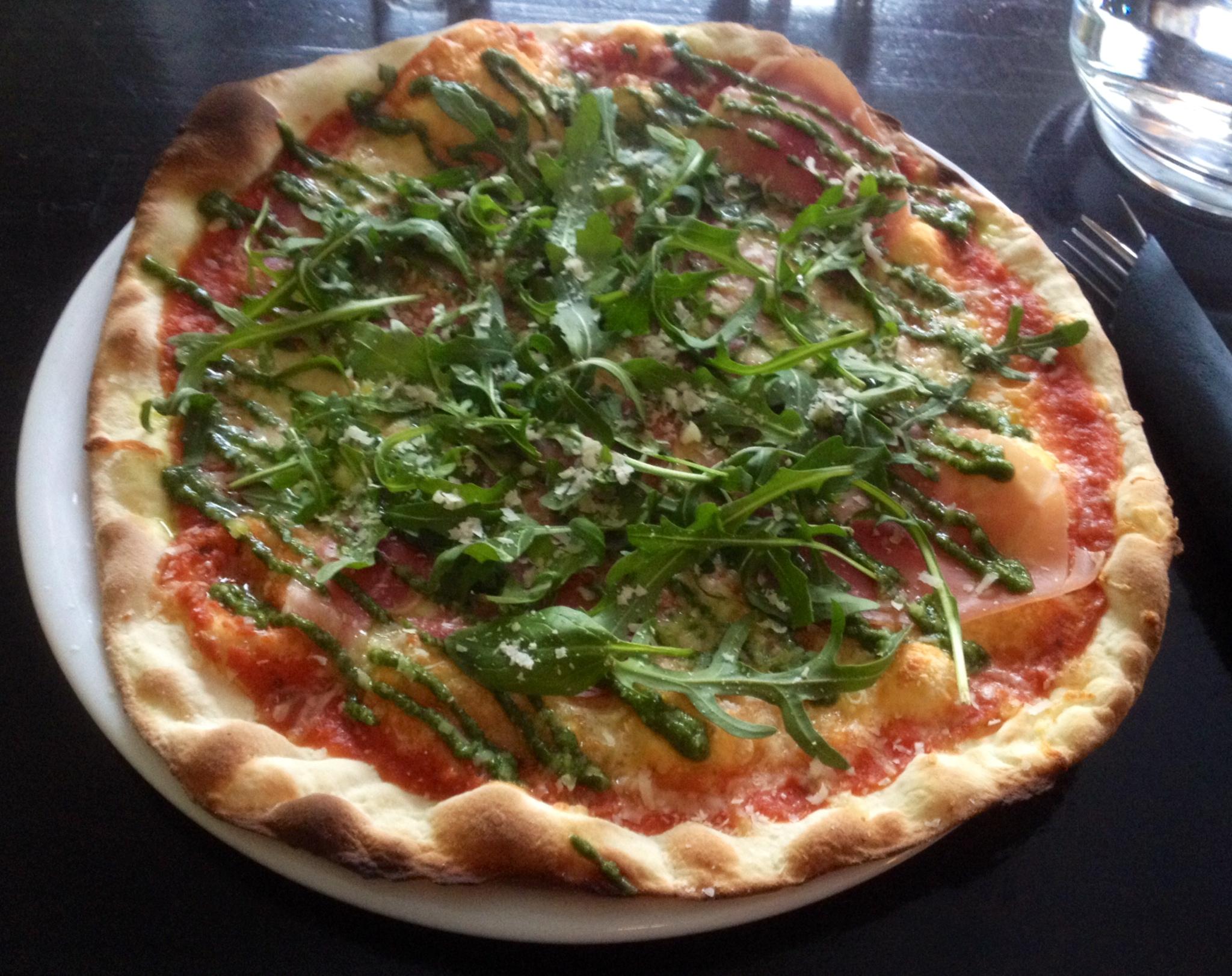 Linko Pizzabar, Helsingfors: Pizza Serrano & Pesto
