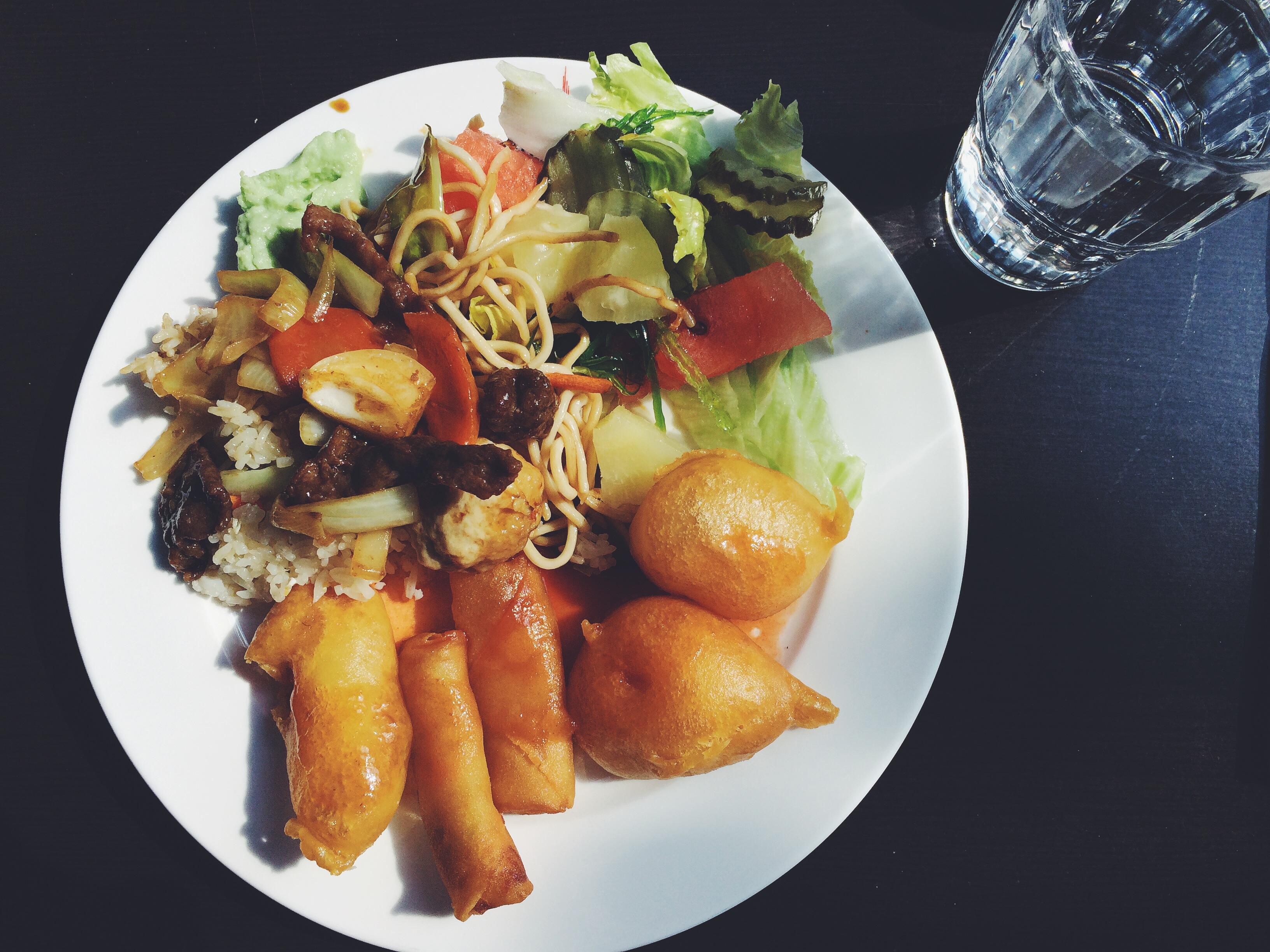 Kiinalainen ravintola Shi Quan Shi Mei, Seinäjoki: Noutopöydän friteeraukset ja paistetut nuudelit