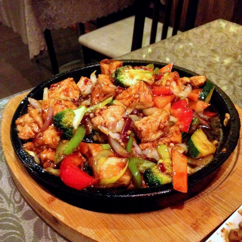 Restaurant Orient, Turku: Tofua ja vihanneksi kuumalla pannulla
