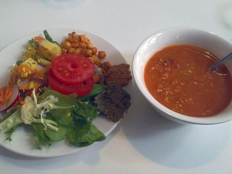 OmNam, Helsinki: Päivänkeitto ja salaattibuffet