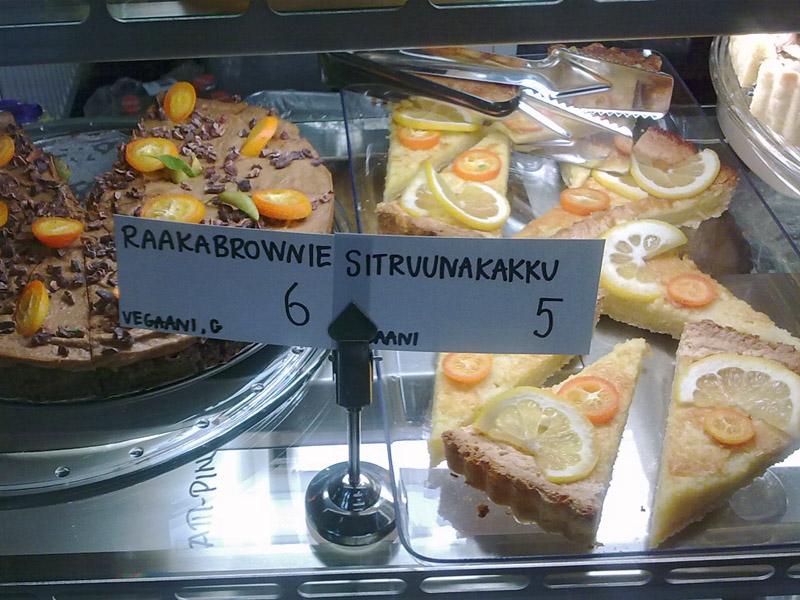 OmNam, Helsinki: Raakabrownie ja sitruunakakku