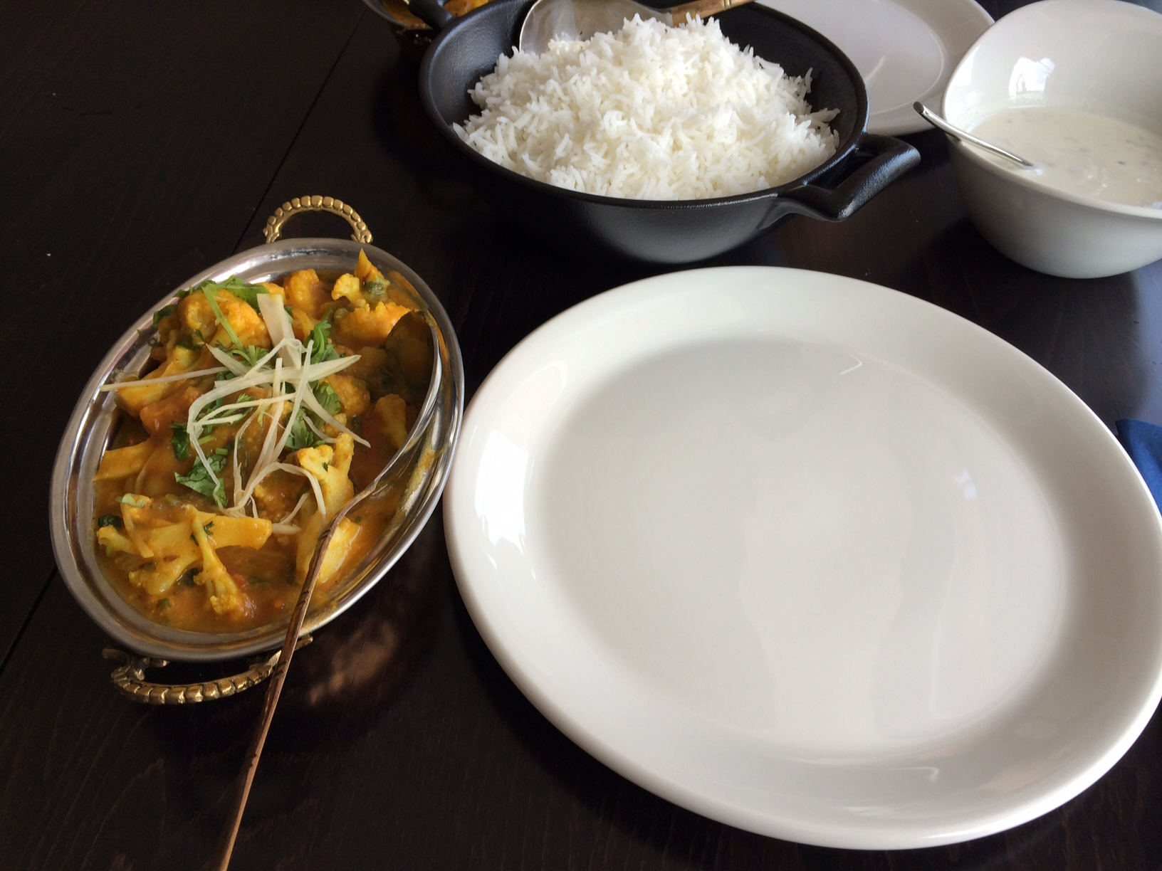 Pikku Nepal-Cross Kitchen, Helsinki: Alu Govi eli peruna-kukkakaalipata