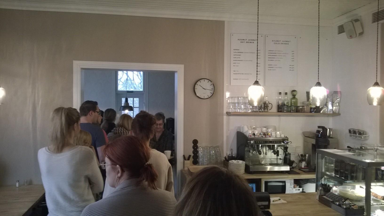 Peroba Cafe, Espoo: Jonotusta