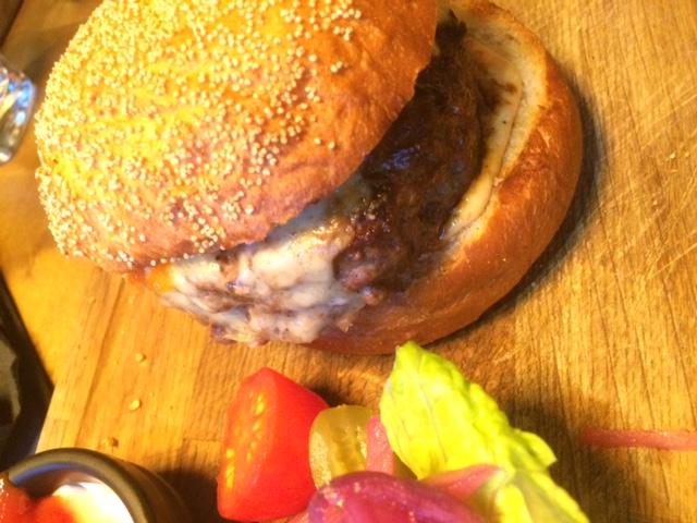 Treffi Pub & Bistro, Helsinki: Treffi Cheese Burger