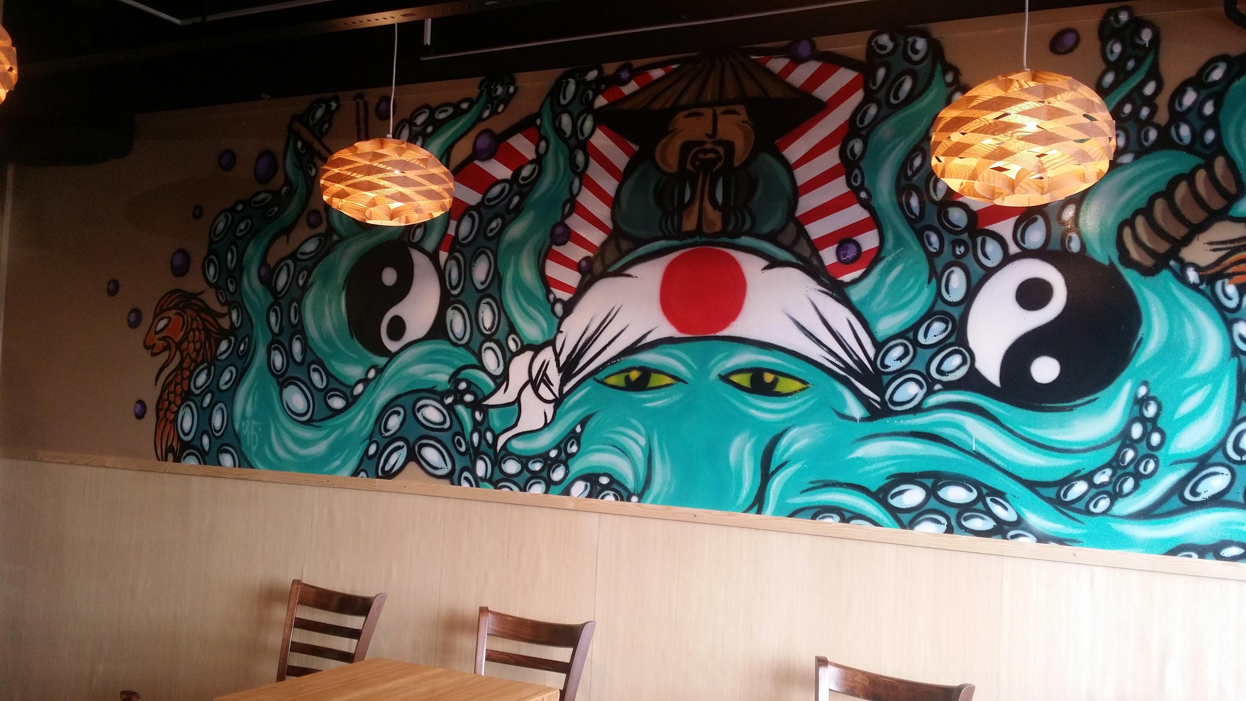 Maka Sushi, Tampere: maalaus ravintolan seinässä