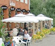 Gasthaus, Heinävesi: kesäinen tunnelma ulkoa. Sisällä on perinteisempää