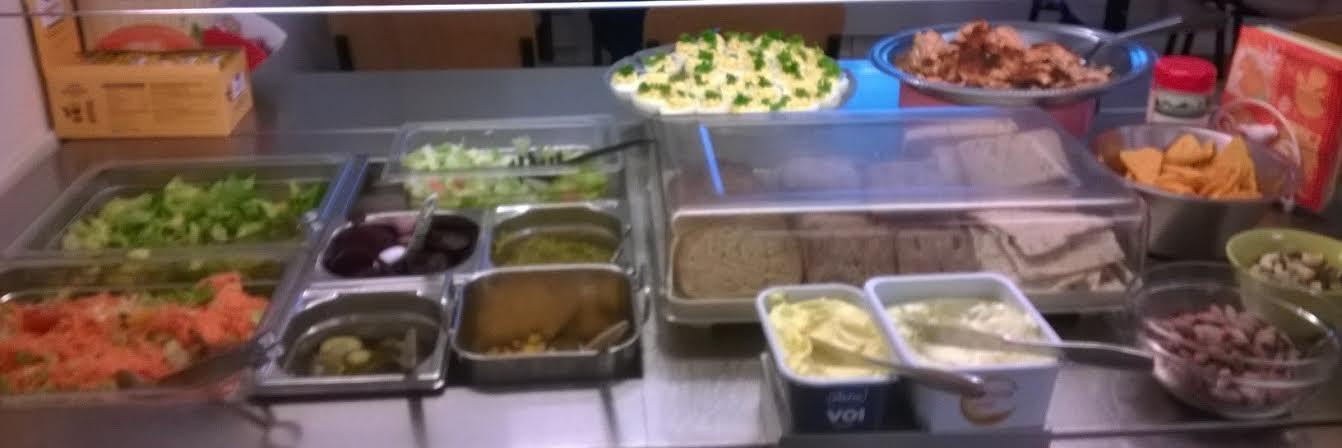 RUOKALA RENTO, Oitti: salaattipöytä