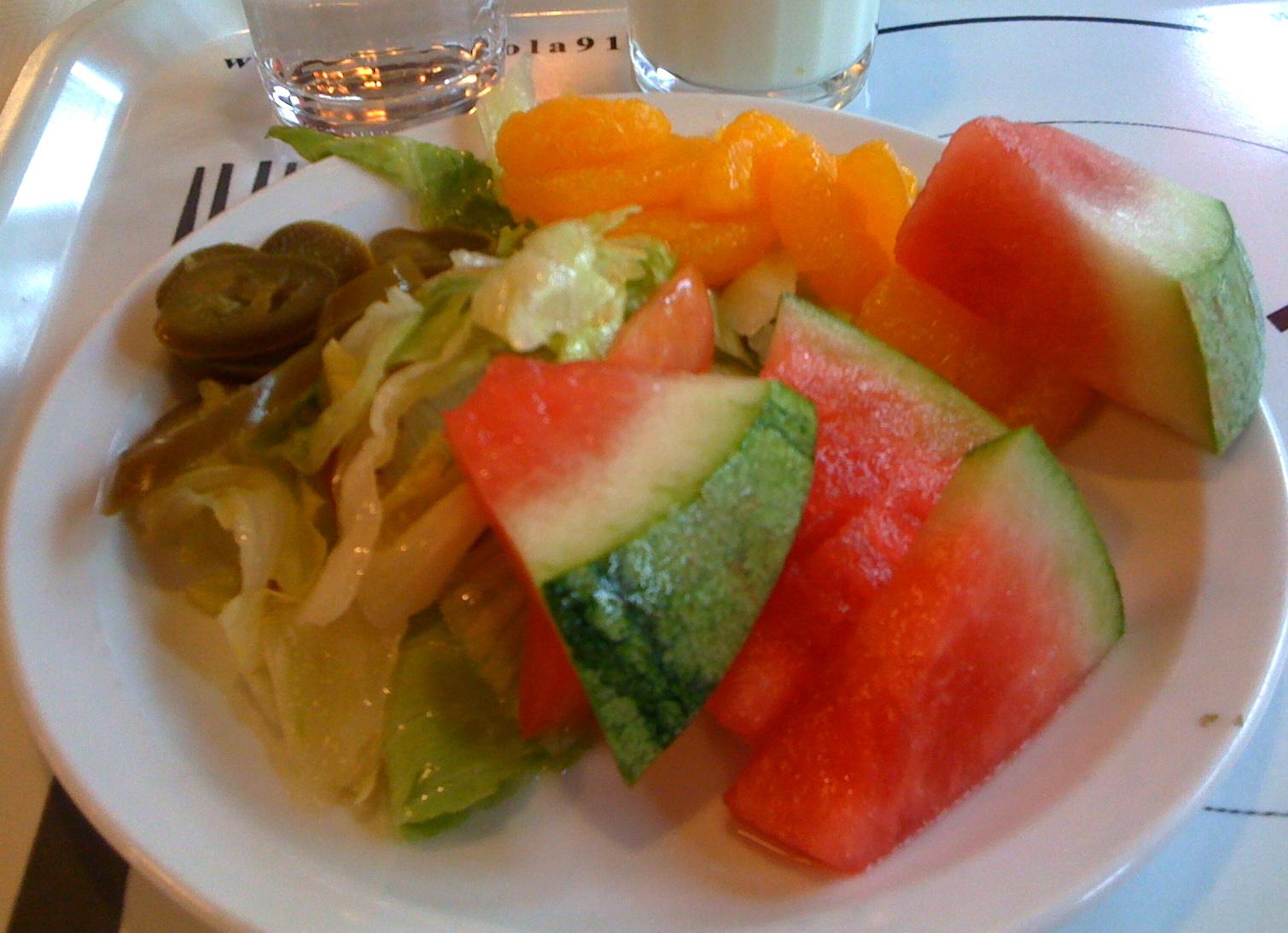 Ravintola 91.1 Kumpulantie, Helsinki: Salaattipöydän antimia