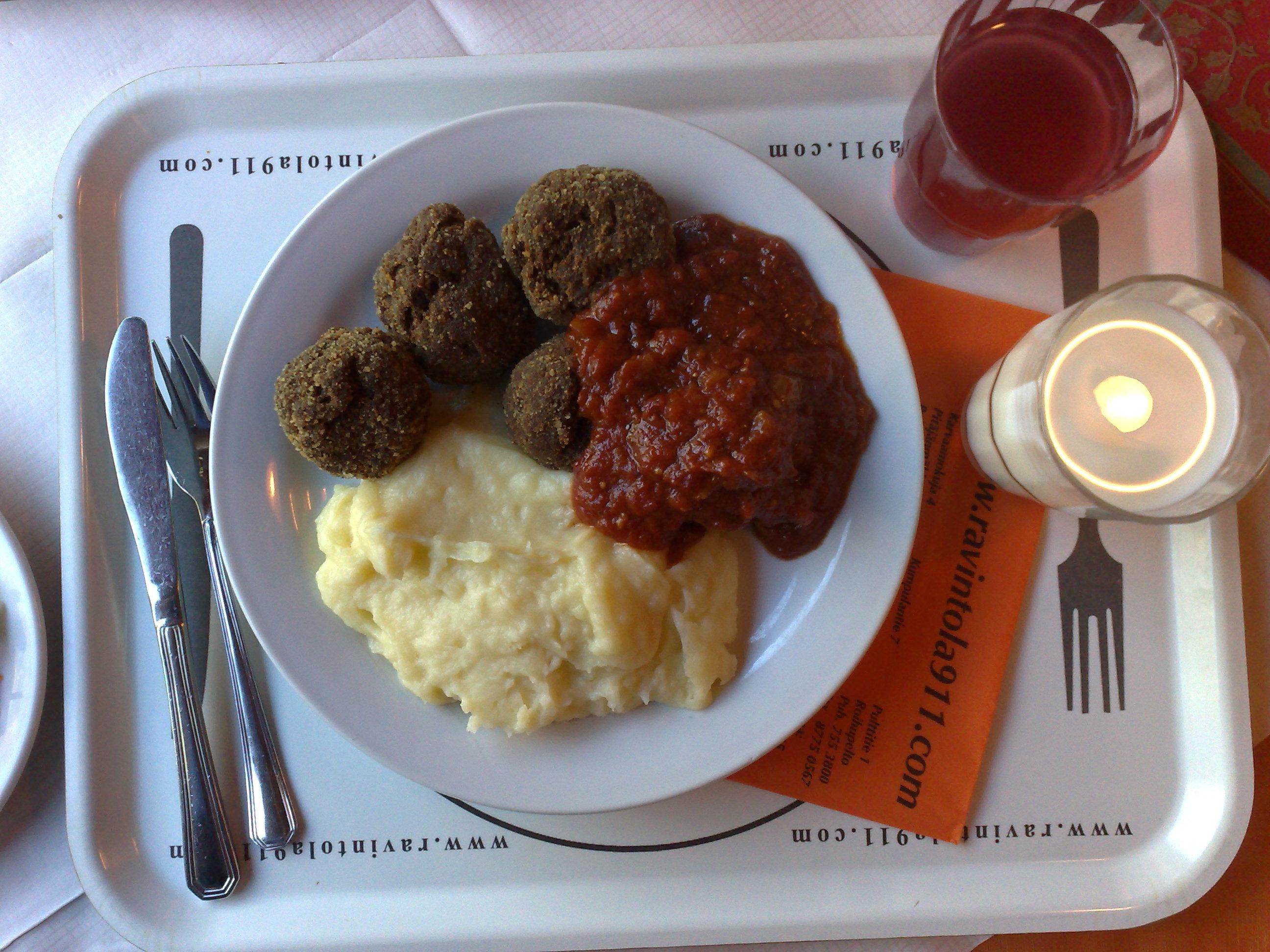 Ravintola 91.1 Kumpulantie, Helsinki: Pullat ja tsilisoosia. Hapanta mehua myös.