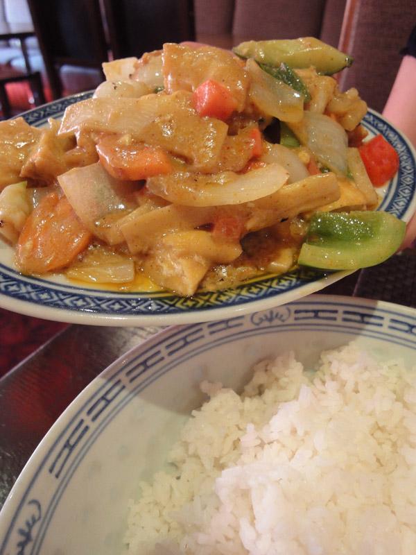 Ravintola Mr. Lau, Helsingfors: Tofua currykastikkeessa