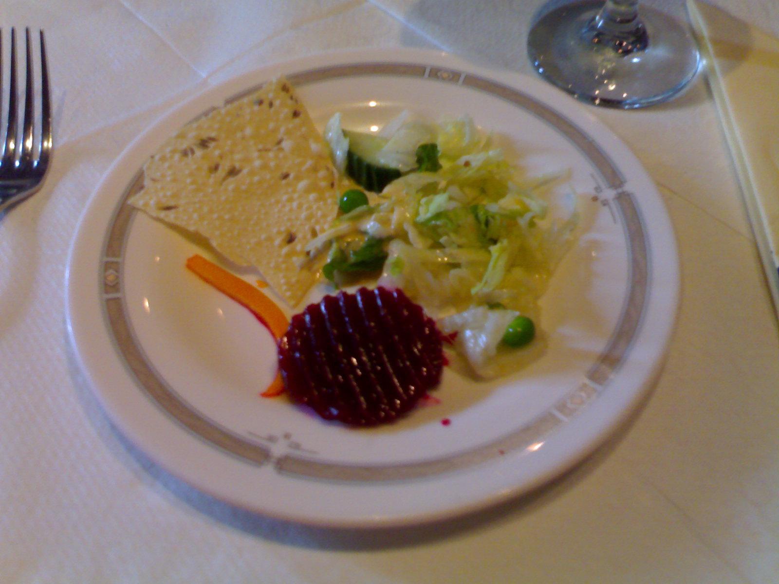Mt. Everest, Helsingfors: lounaan salaattipöydän antimia