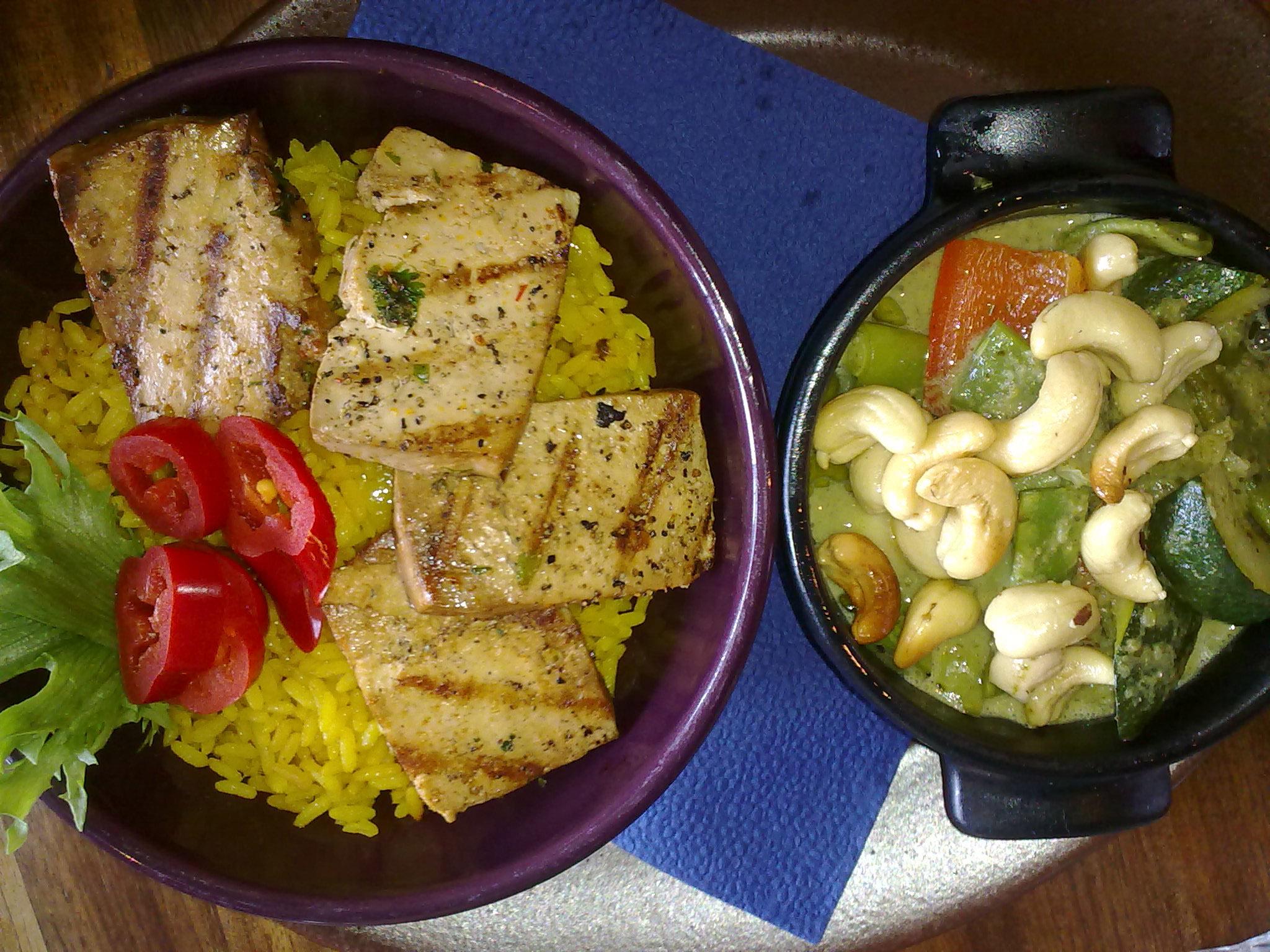 Maya Bar & Grill, Helsinki: Chili con tofu y coco