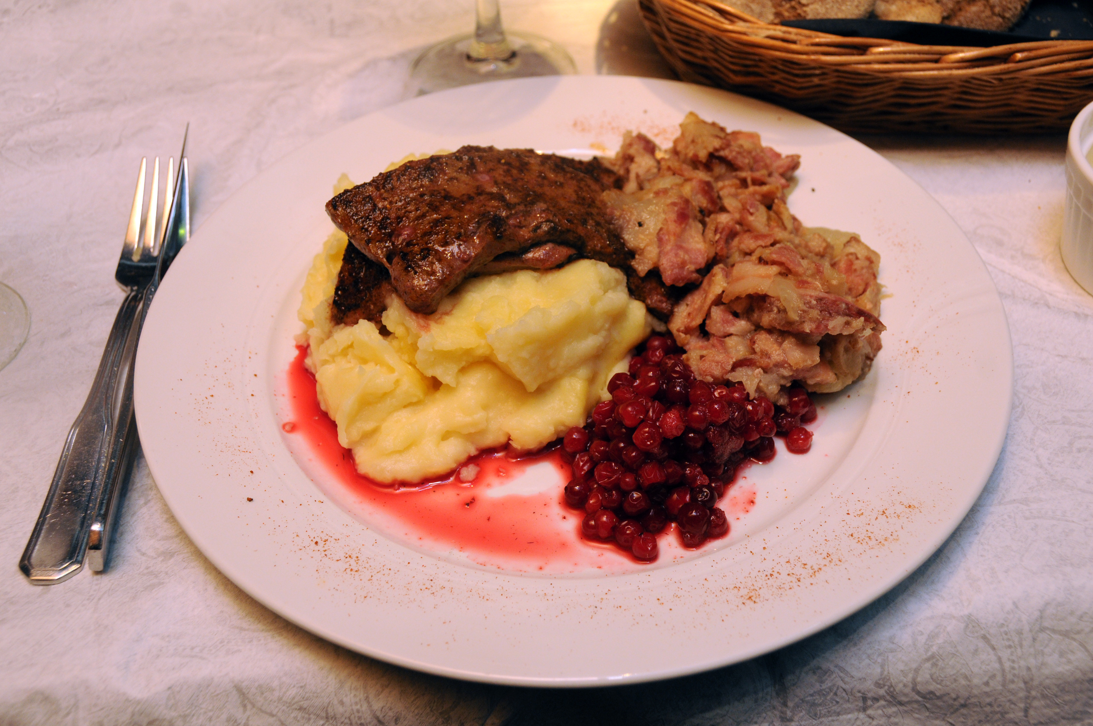 Manala, Helsingfors: Liver with potato mash, bacon stew and lingon berr