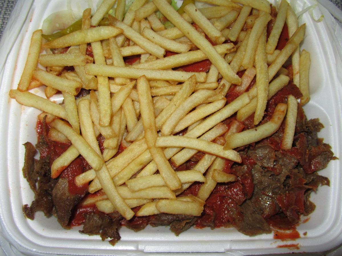 Kimene Kebab, Hämeenlinna: Kebab ranskalaisilla (jäävuorisalaattia)