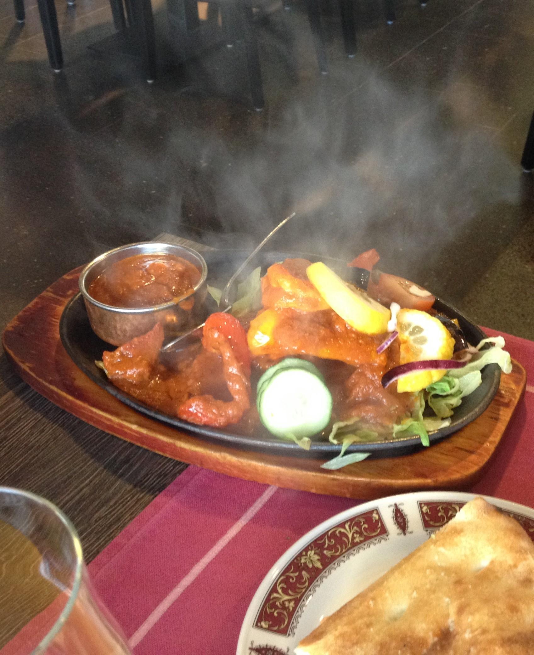 Ravintola Shalimar, Jyväskylä: Shalimar Special tuodaan pöytään kuumassa pannussa