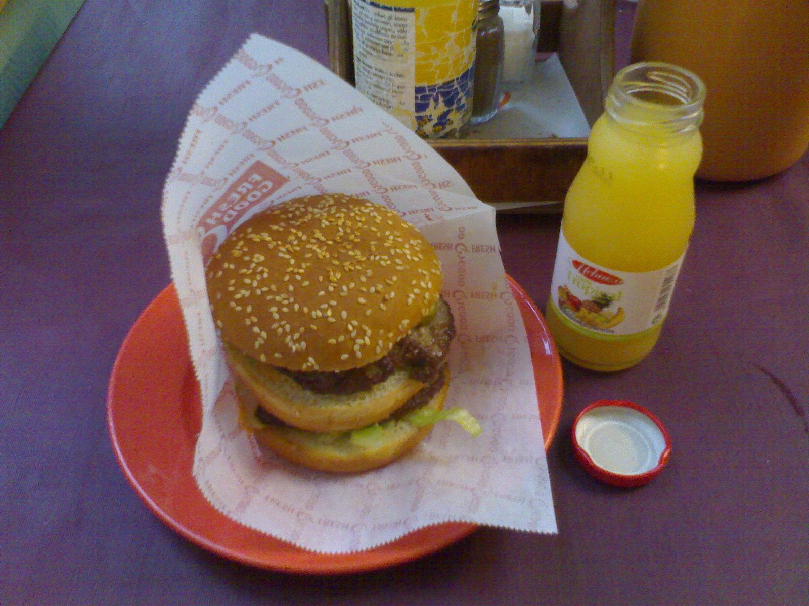 Cafe Puistopicnic, Porvoo: kerrosburgeri ja mehu