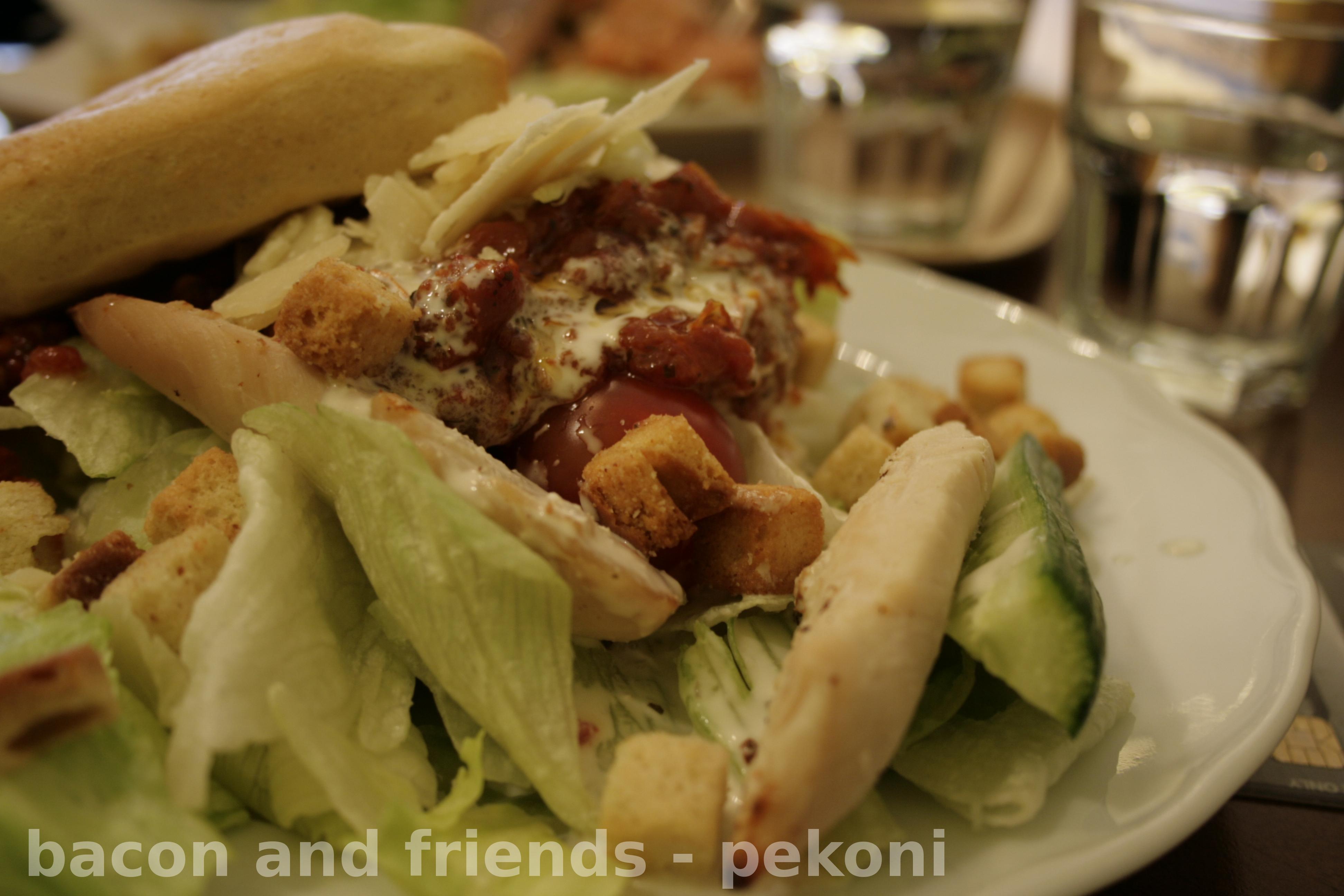 Cafe Brahe YOkatu, Turku: Chicken & tomato salad