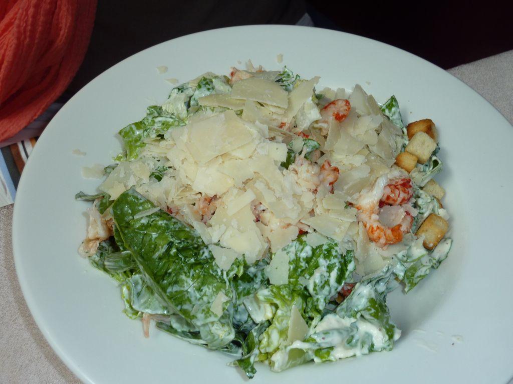 Brasserie Armada, Turku: Caesar salaatti jokiravuilla.