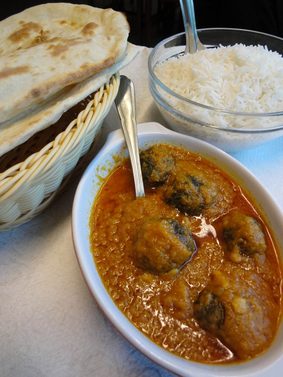 Peshawar Espoo, Espoo: Saag kofta, pinaattipyörykät curryssa