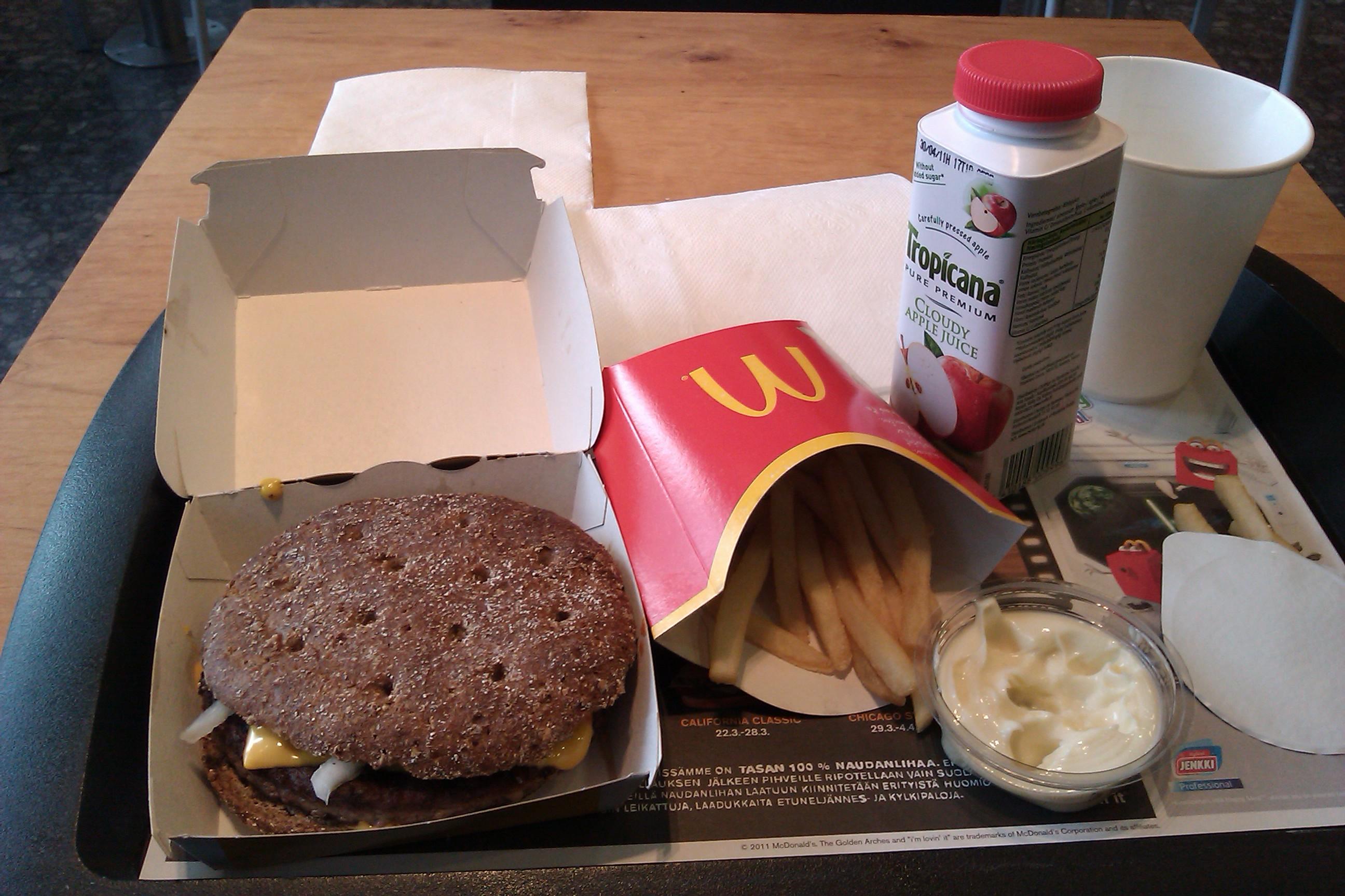 McDonald's Ruoholahti, HELSINKI: ruis Quarter Pounder ateria, valkosipulidippi