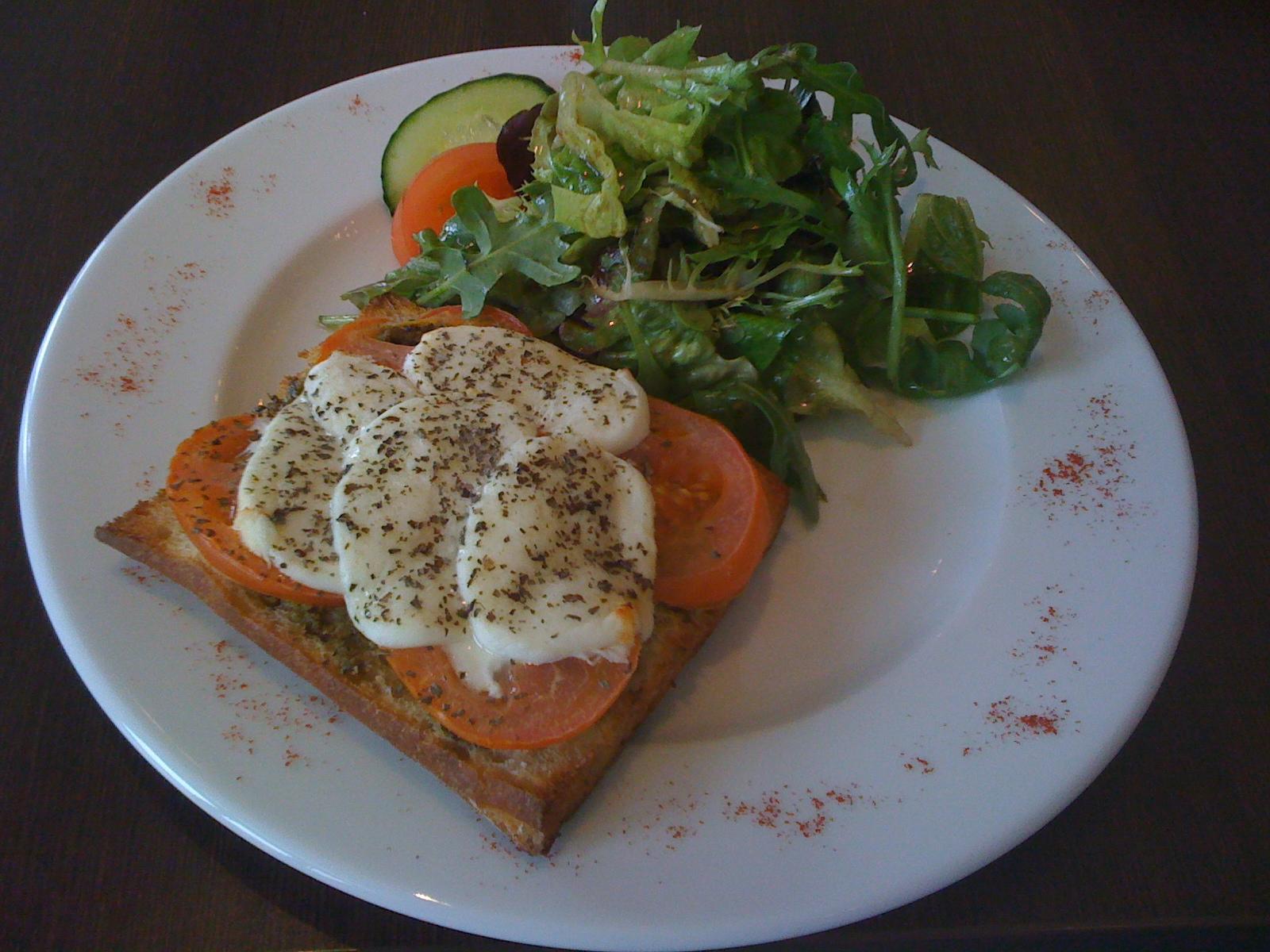 La Cantine, Helsinki: Bruscetta ja salaatti