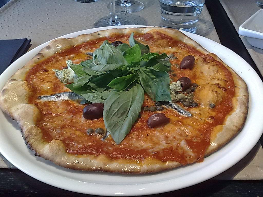 Restaurant Carlito's Kluuvikatu, Helsinki: Pizza Napoletana